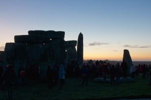 Dawn near stonehenge,Photograph by Mike Peel (www.mikepeel.net), published under creative Commons license