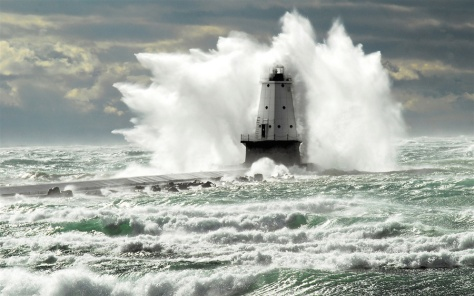 Ludington_Lighthouse_hit_by_a_wave_(8741875060)